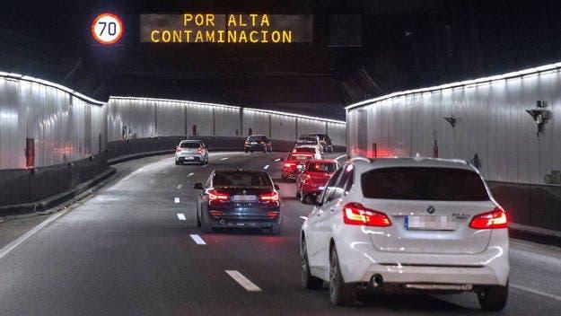 Madrid mantiene este viernes la limitación de velocidad a 70 km en la M-30 y en los accesos