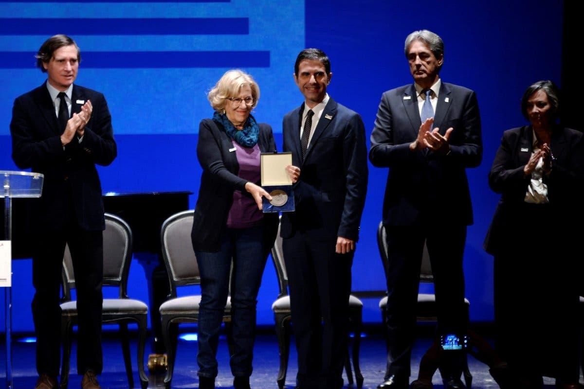 Carmena recoge en Alcalá de Henares el premio Ciudad de Alcalá de Patrimonio Mundial