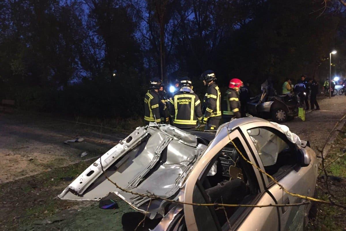Muere un joven en Madrid tras estrellar su coche contra un árbol