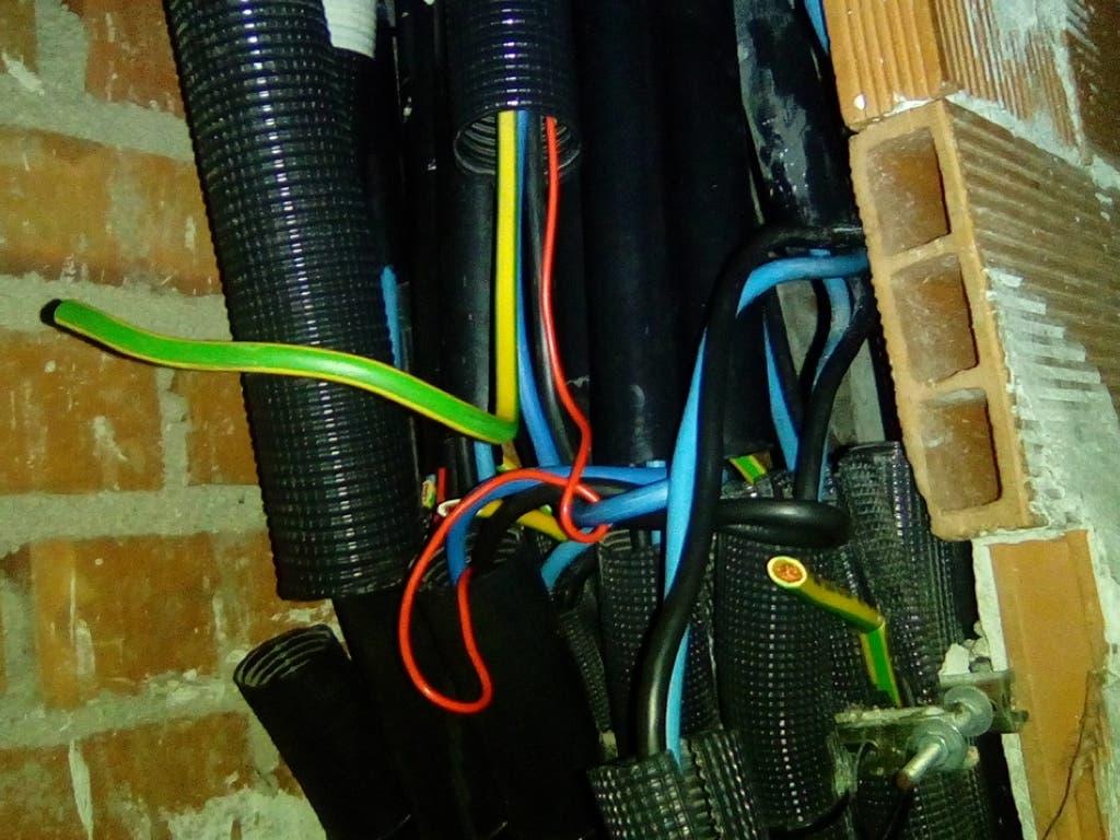Robo de cable en viviendas de la EMV de Alcalá de Henares