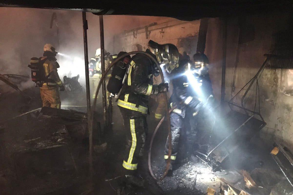 Un incendio arrasa tres infraviviendas en Leganés