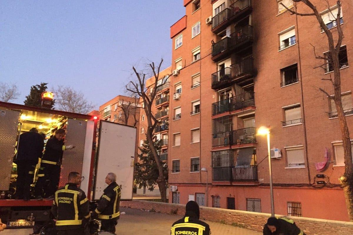Fallecen en el hospital dos de los tres heridos en el incendio de Entrevías