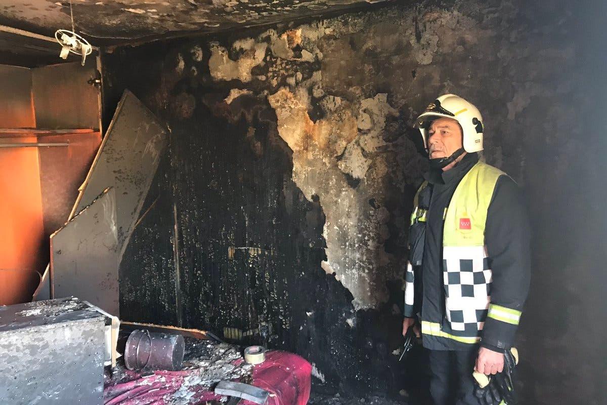 Tres obreros heridos en un incendio en Torrejón