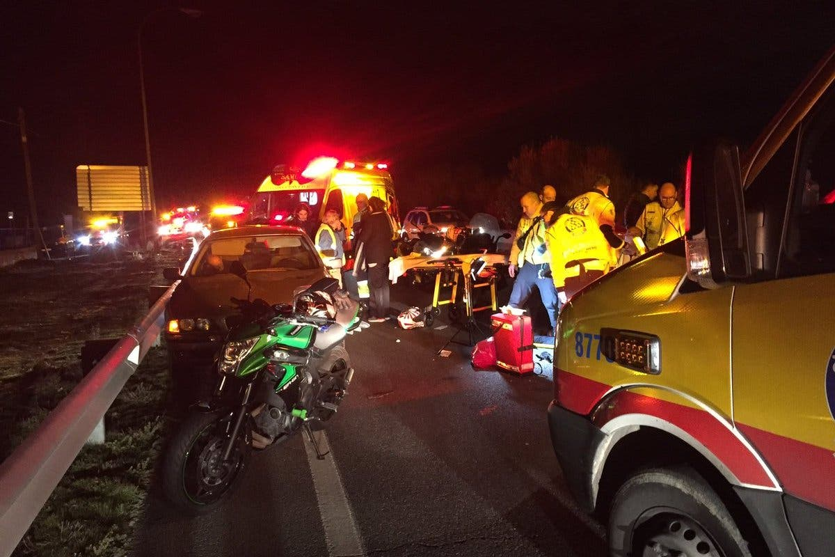 Herido grave un motorista tras chocar contra un coche en Madrid