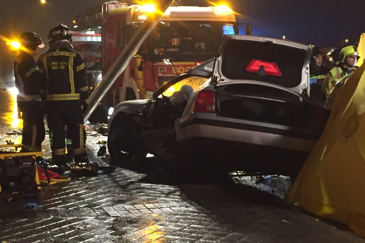 Muere un joven y otro resulta muy grave en un accidente en Madrid