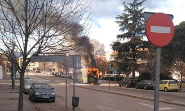 Arde un autobús urbano en Coslada
