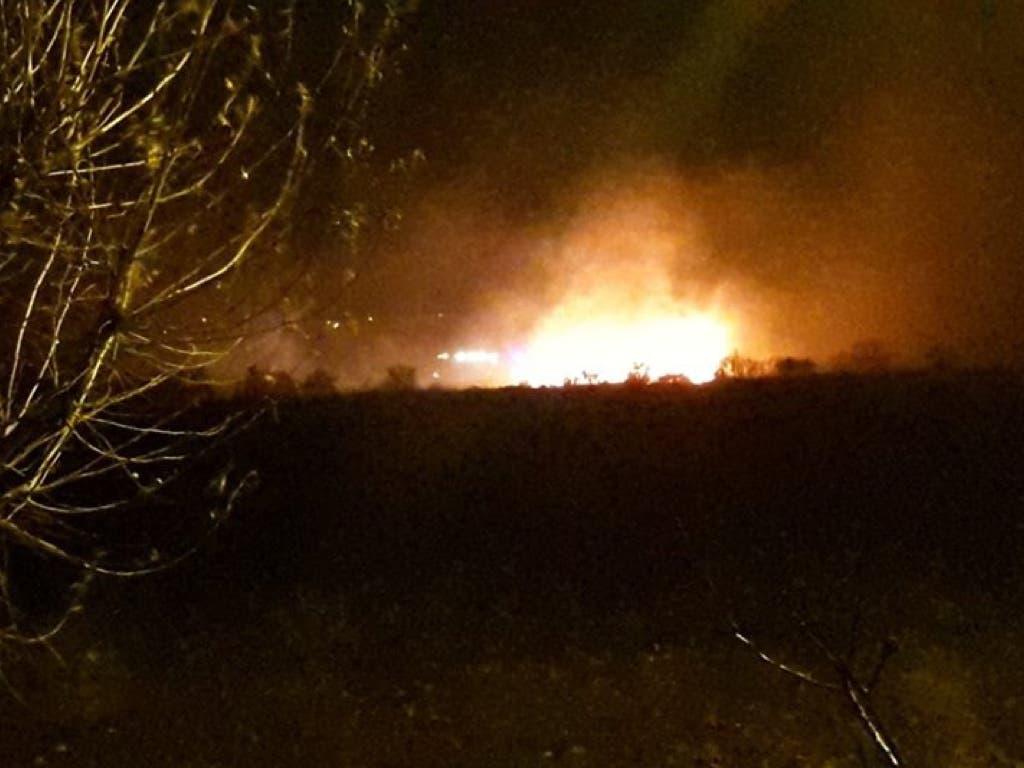 Aparatoso incendio junto al Punto Limpio de Cabanillas del Campo