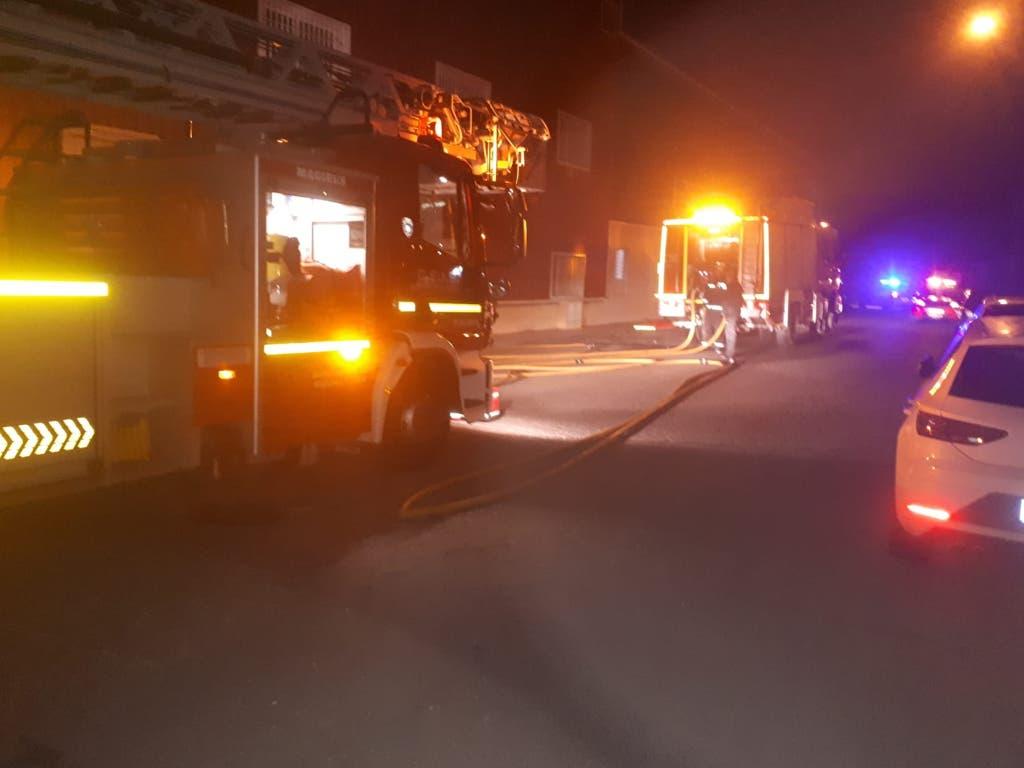 Un incendio obliga a desalojar una empresa de Cabanillas
