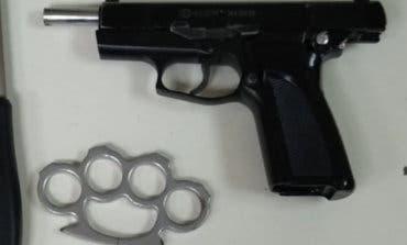 Detenido en Ciudad Lineal un joven de una banda latina con una pistola y un puño americano