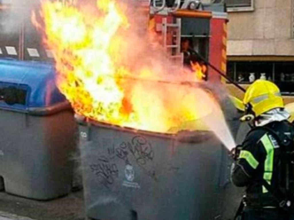 Detenido un conocido pirómano de 50 años por quemar más de 70 contenedores