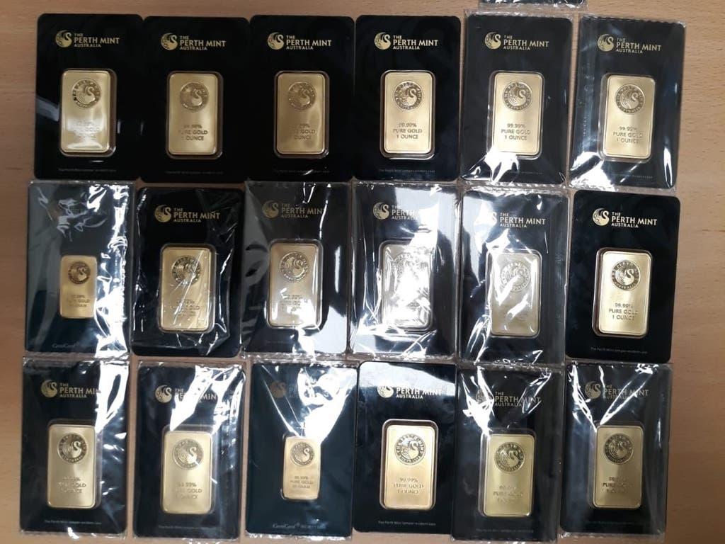 Tres detenidos en Ciudad Lineal por vender 20 lingotes de oro falsos