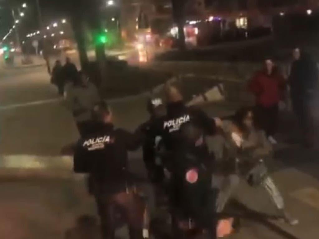 Denuncian racismo en el desalojo de una mujer negra de un autobús en Madrid