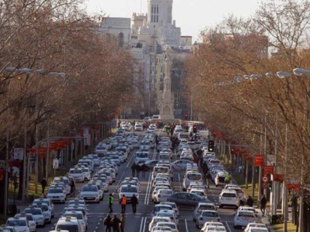Los taxistas toman la Castellana y amenazan con «petar Madrid»