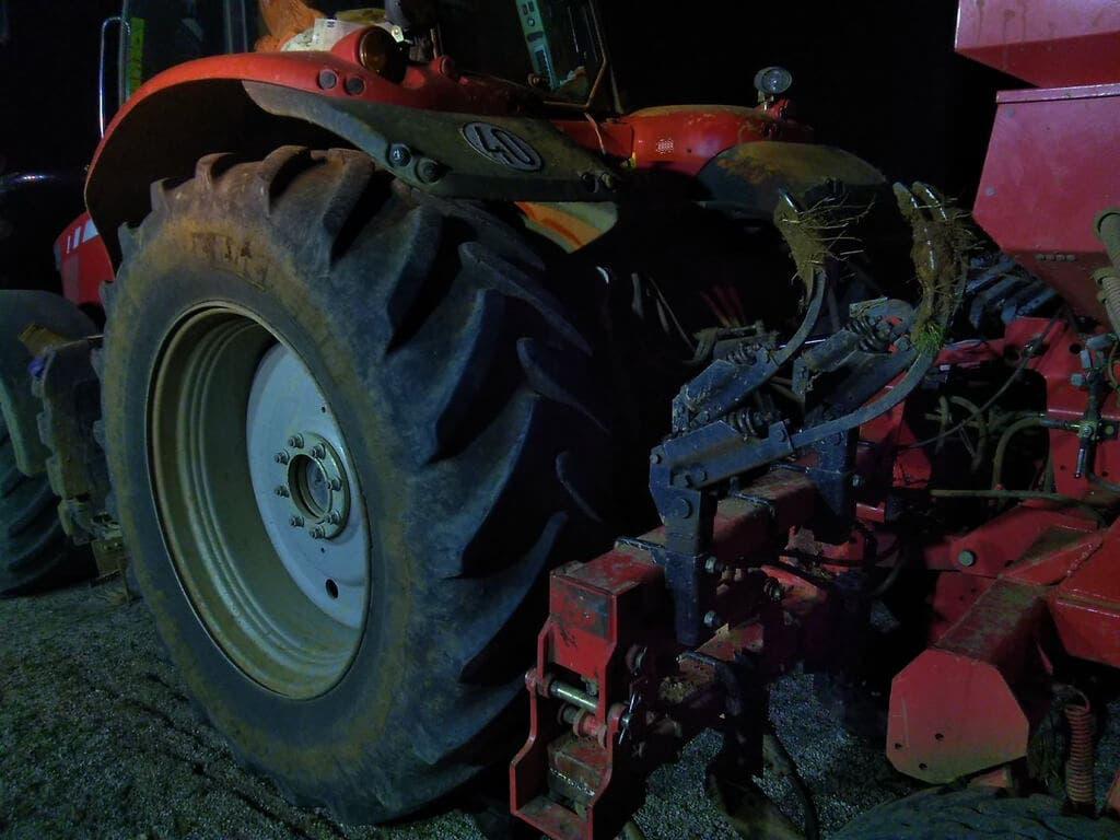 Muere un hombre aplastado por su tractor en Marchamalo