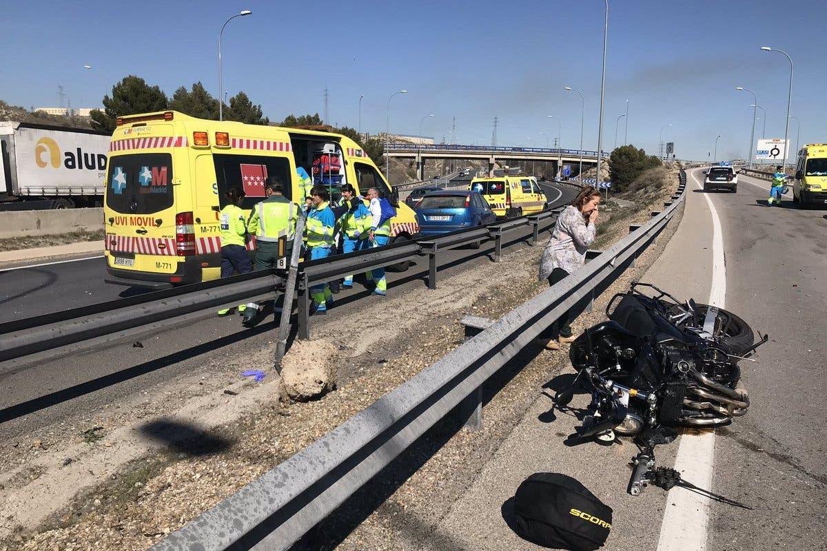 Un motorista sufre la amputación de una pierna en un accidente en la A-4