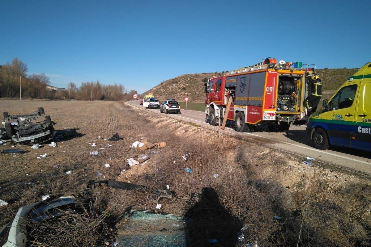 Muere un hombre tras volcar su coche en Guadalajara