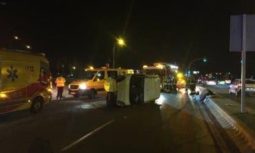Herido grave un hombre de 38 años al volcar su coche en Madrid