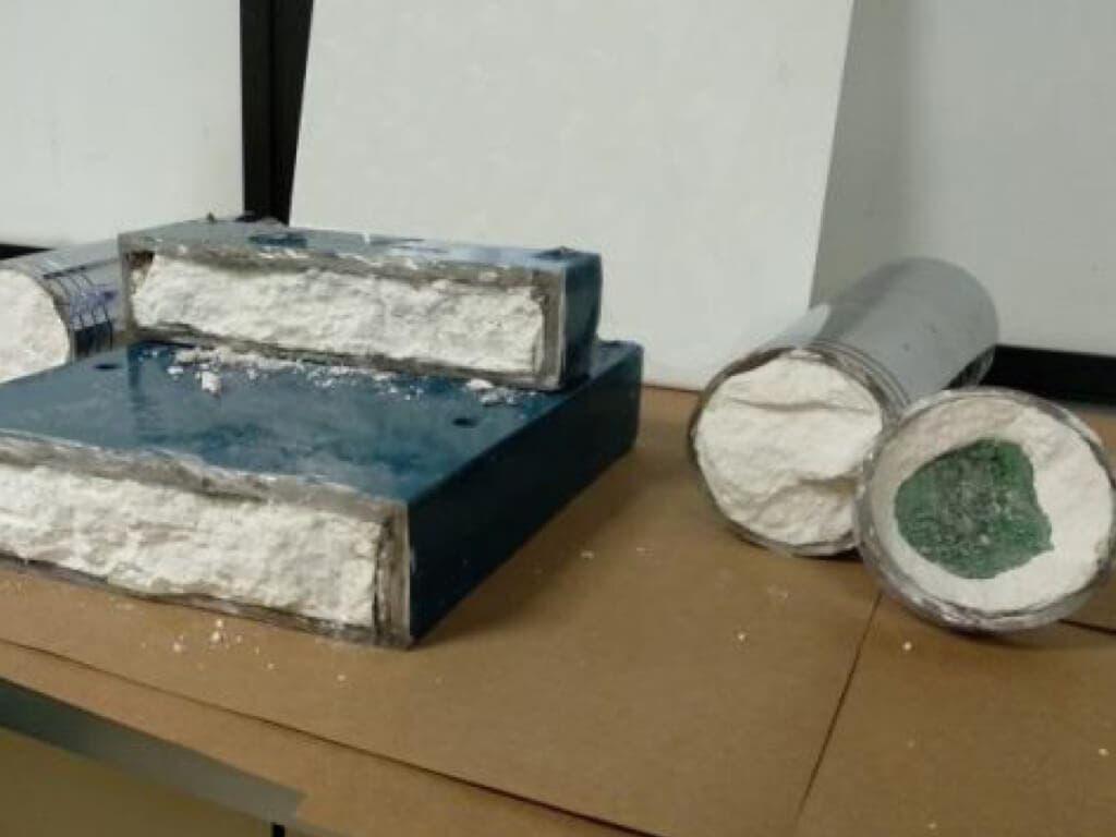 Detenido en Barajas con 7,5 kilos de cocaína ocultos en una prensadora