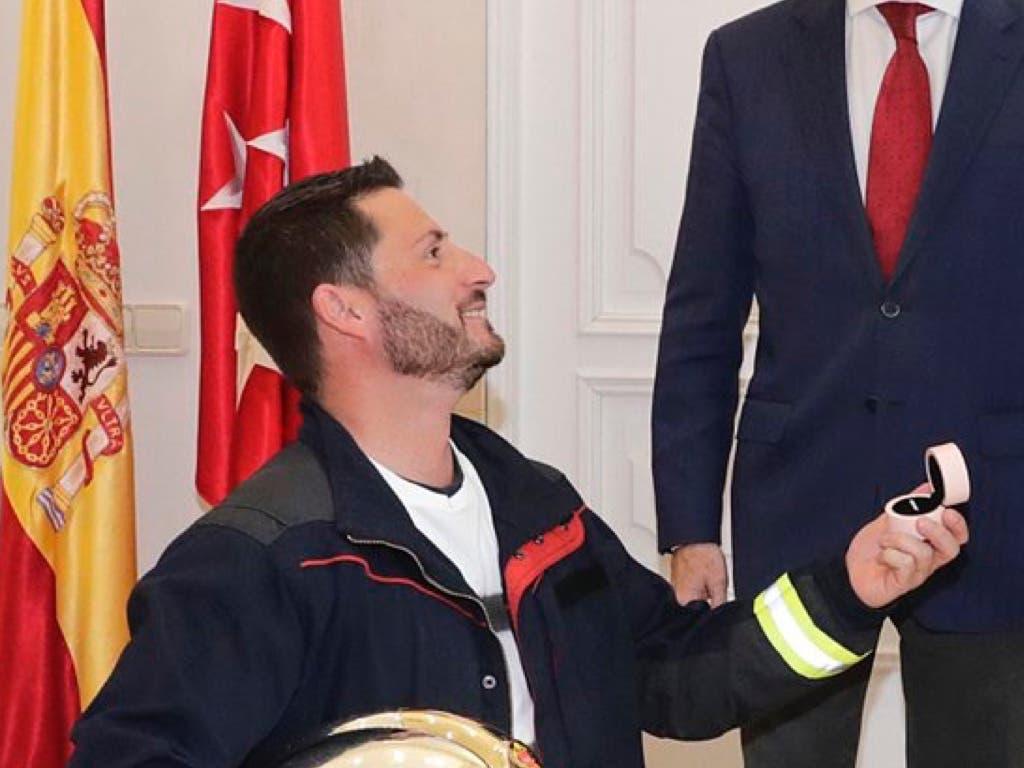 La pedida de mano de un bombero delante de Garrido