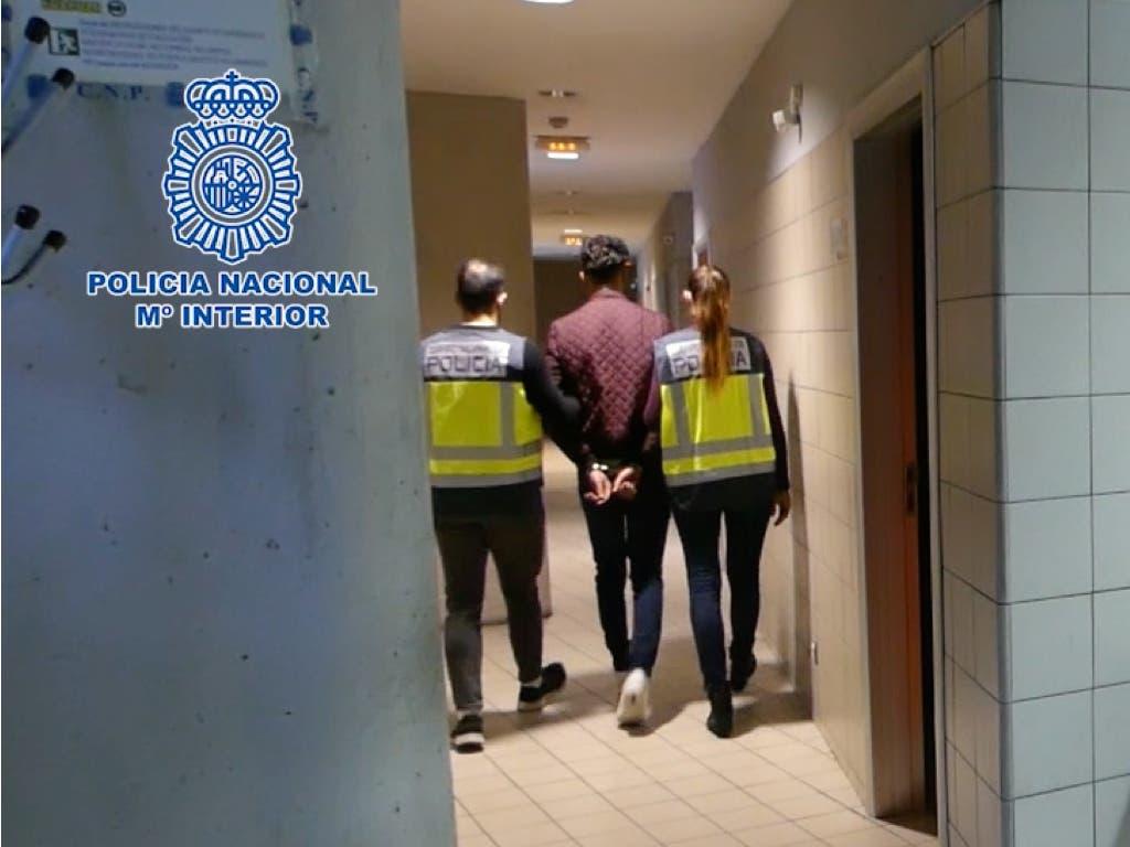 Se hacían pasar por revisores de la luz para robar a ancianos