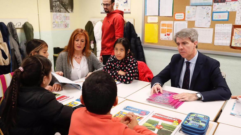 La Comunidad de Madrid convocará este año 3.500 plazas de maestros
