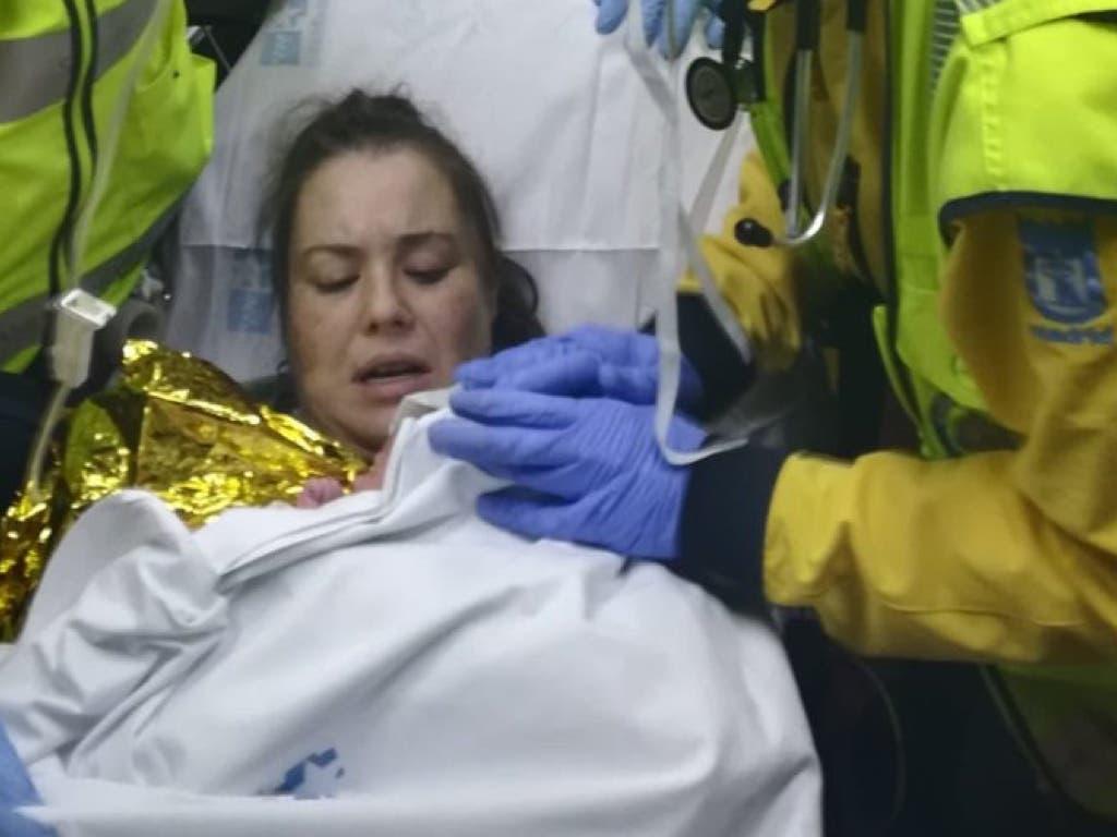 Una mujer da a luz a una niña en una ambulancia en San Blas