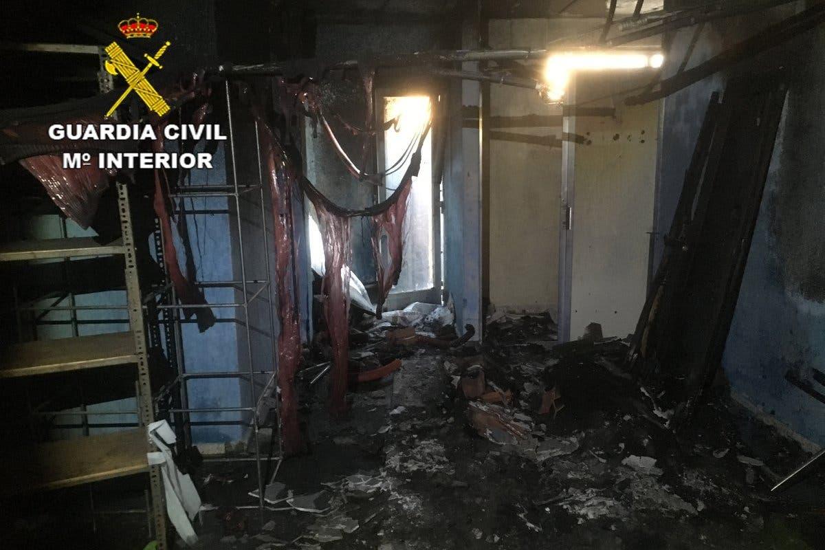 Detenidos dos menores por prender fuego al club social de Valdeaveruelo