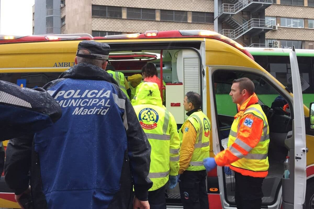 Muy grave un anciano tras ser atropellado por un autobús de la EMT