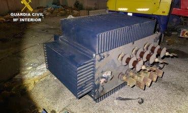 Detenidos en Azuqueca al intentar robar un transformador eléctrico con una grúa