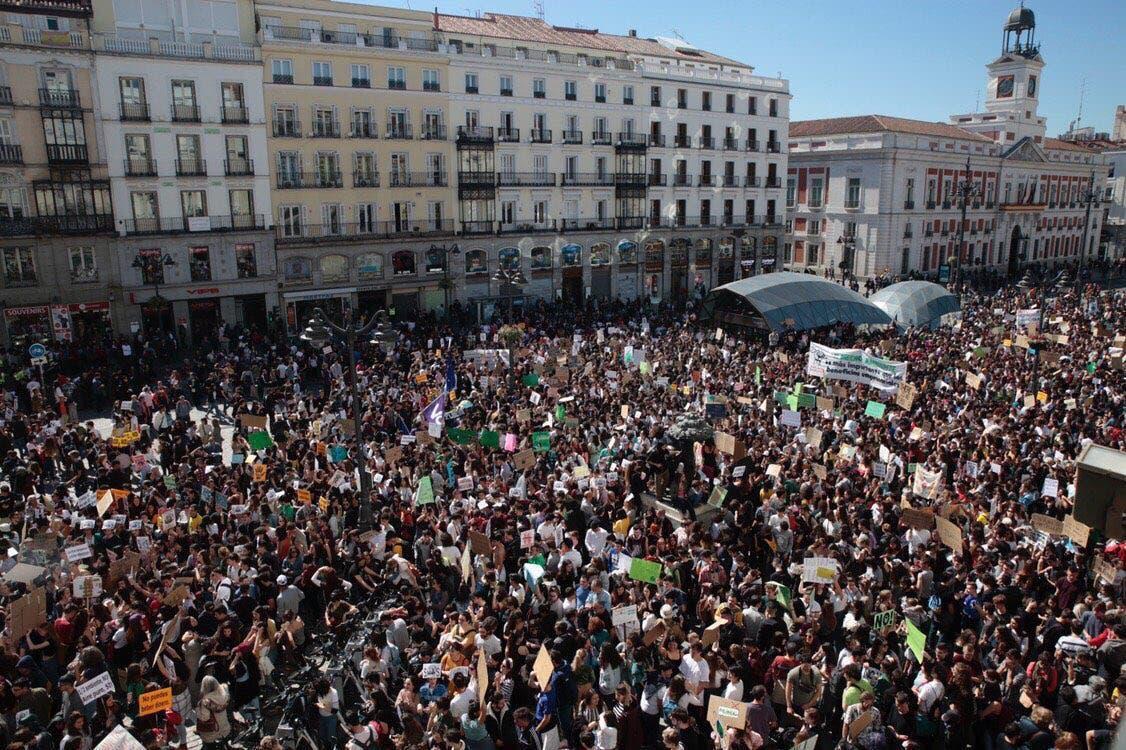 Miles de jóvenes piden en Madrid medidas urgentes contra el cambio climático