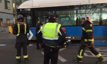 Herida grave una joven tras ser atropellada por un autobús de la EMT