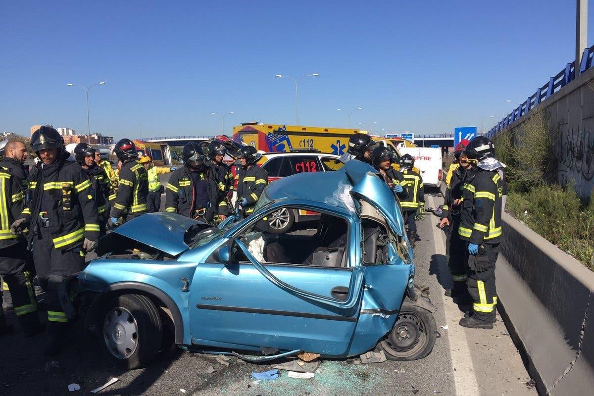 Una mujer y sus dos hijos de 5 y 9 años, heridos en un accidente en la A-3