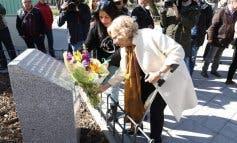 Carmena recuerda a las víctimas del aceite de colza