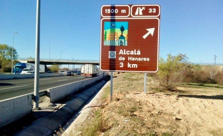 Alcalá de Henares estrena carteles en la A-2