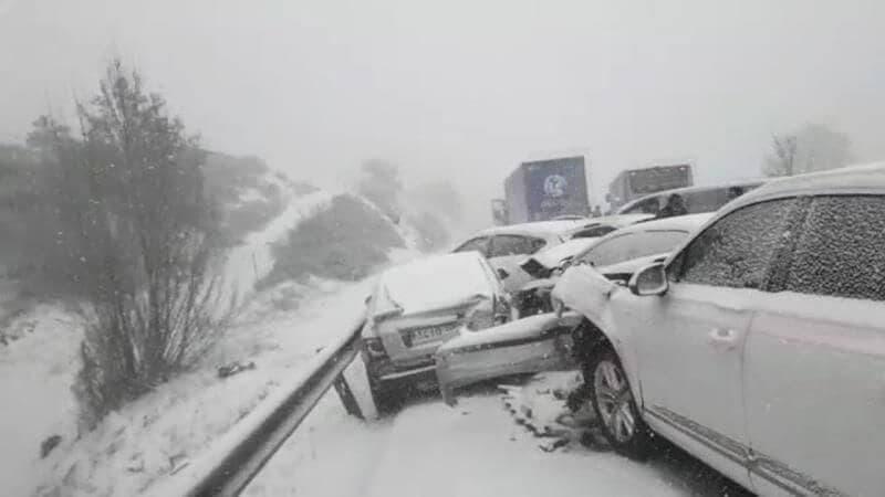 El aparatoso accidente de Somosierra con 35 heridos y 50 vehículos implicados