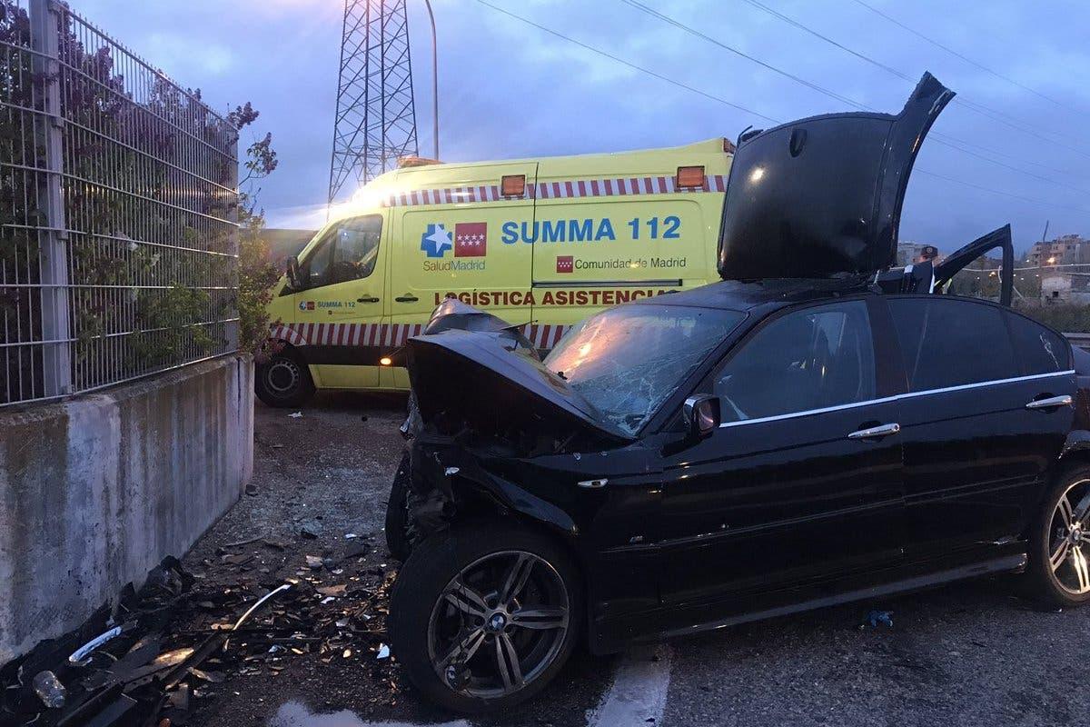 Cinco jóvenes heridos al empotrar su coche contra un muro