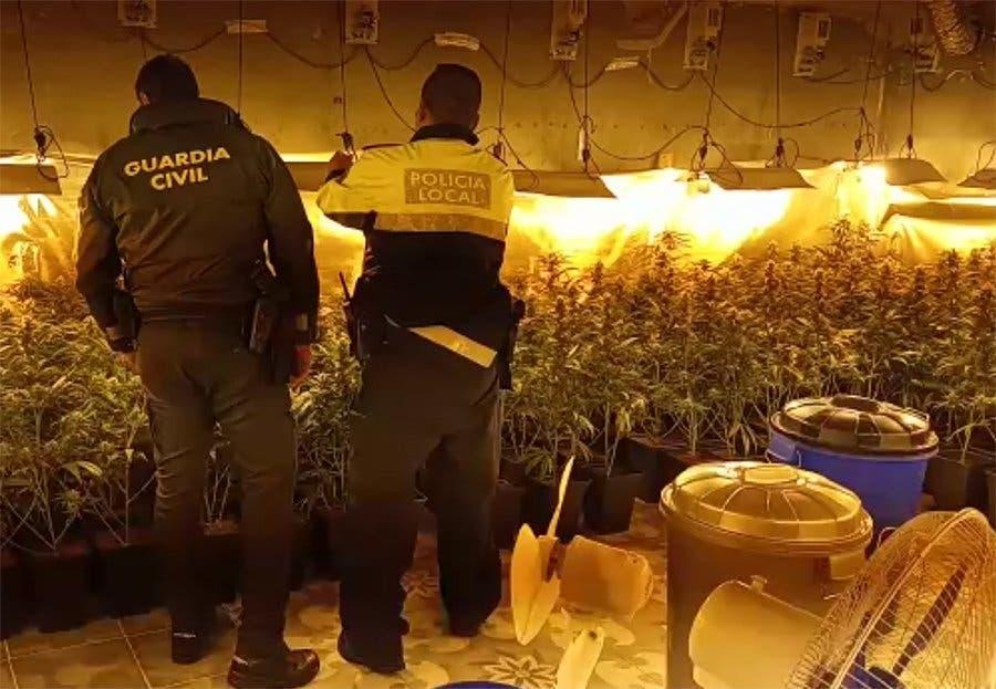 Rivas ordena demoler dos locales utilizados para cultivar marihuana en la Cañada Real