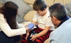 Un niño recibe tratamiento en su casa gracias al Hospital de Torrejón