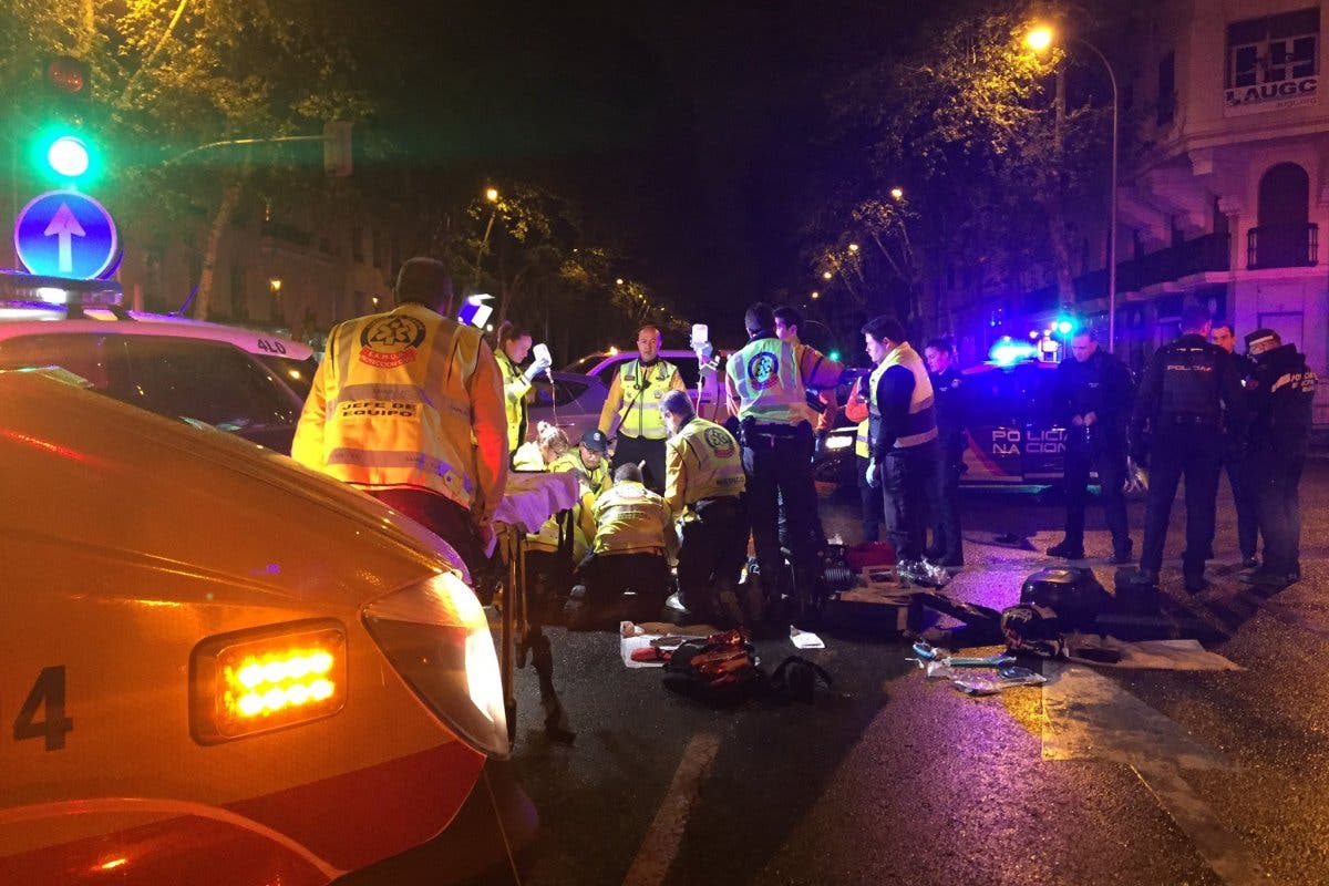 Herido grave un motorista al chocar contra un coche patrulla