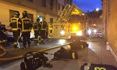 Hallan inconsciente a un joven tras un incendio en una vivienda