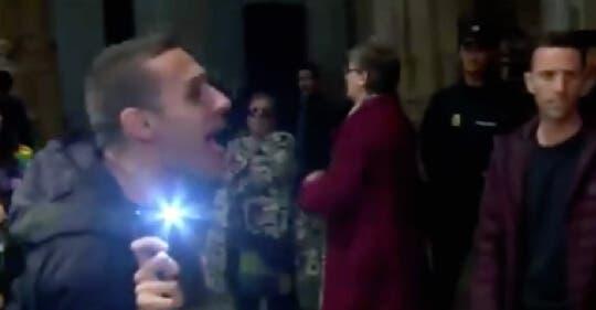Activistas LGTBI irrumpen en la catedral de Alcalá de Henares