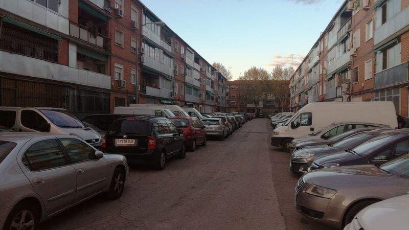 Vecinos de Alcalá de Henares critican la falta de aparcamiento