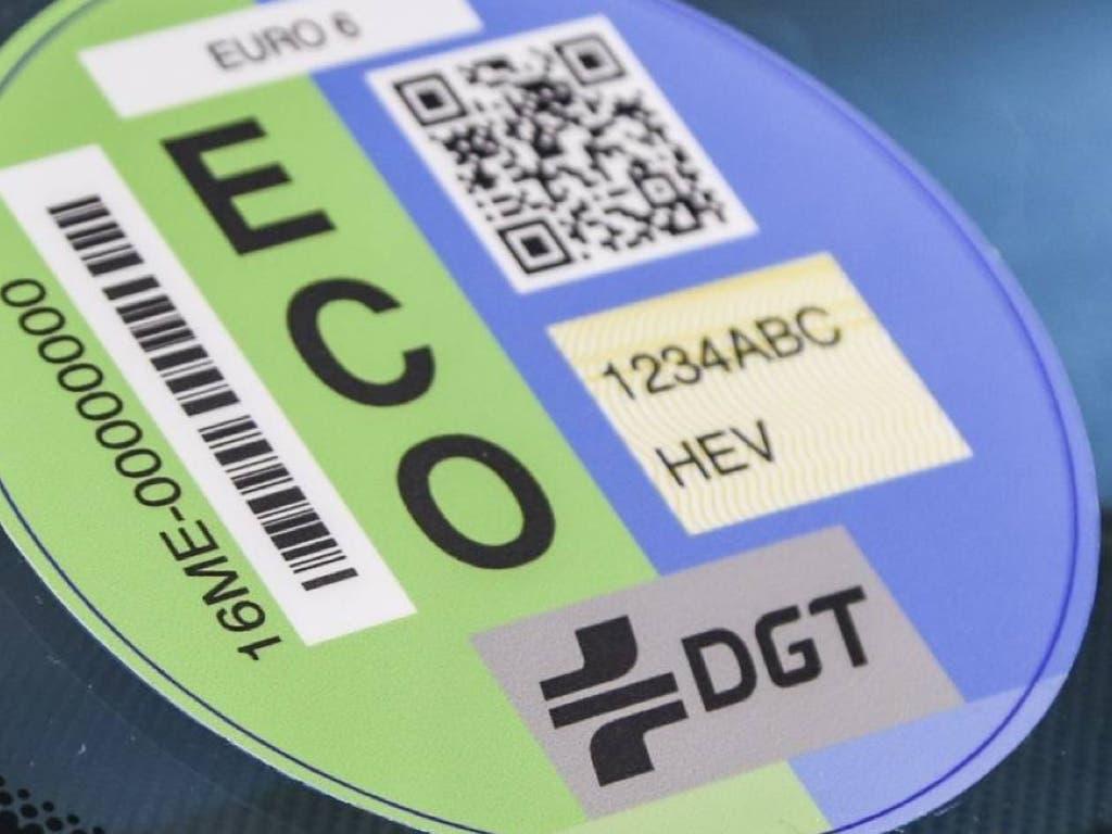 La pegatina de la DGT, obligatoria en Madrid desde el día 24