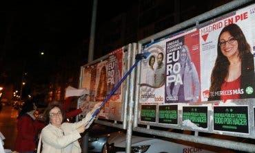 Podemos acusa a España2000 de tapar sus carteles en Alcalá de Henares