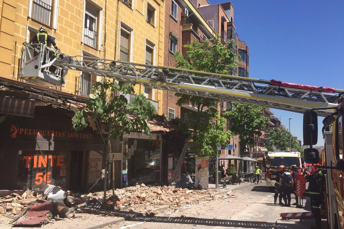 Desalojado un edificio en Madrid tras desprenderse una cornisa