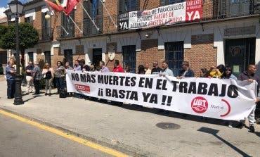 Concentración por el trabajador fallecido en Paracuellos de Jarama