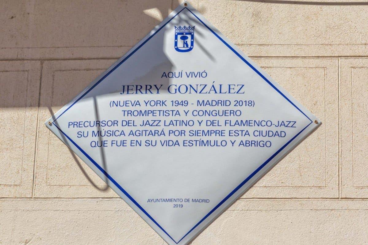 Una placa recuerda al trompetista Jerry González, fallecido en un incendio en Lavapiés
