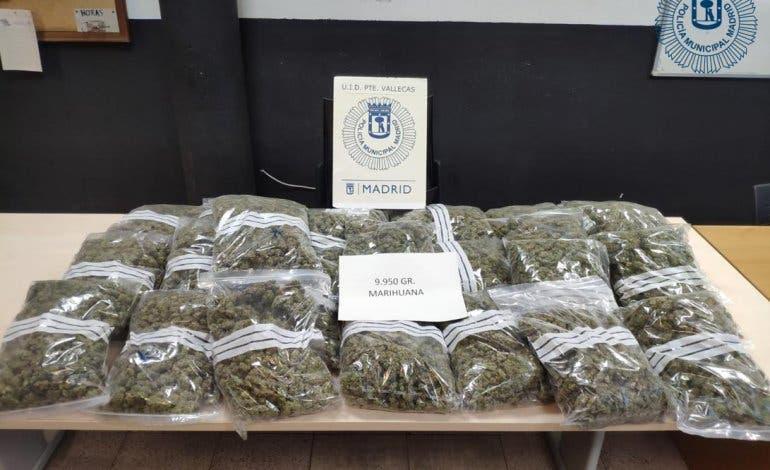 Encuentran 10 kilos de marihuana en un vehículo estacionado en Vallecas