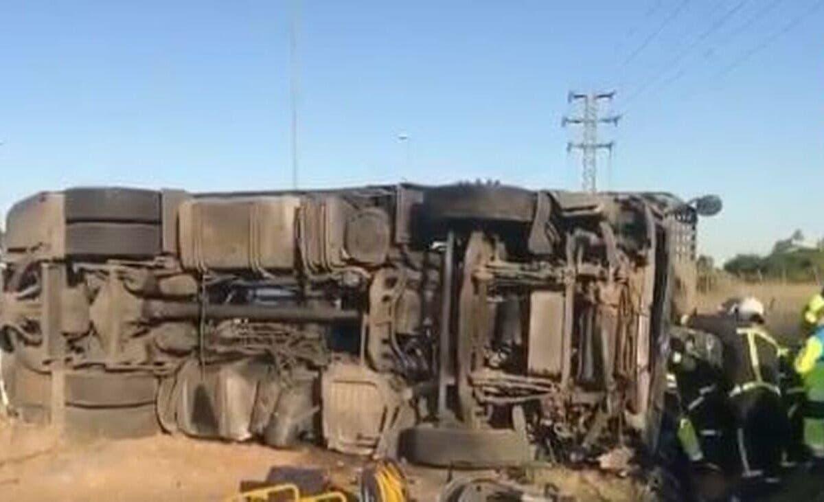 Herido grave un camionero tras volcar su tráiler en la M-607