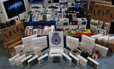Compraban móviles de alta gama con documentación falsa para después venderlos